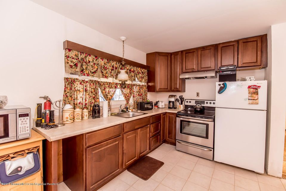 獨棟家庭住宅 為 出售 在 3935 Herbertsville Road 3935 Herbertsville Road Point Pleasant, 新澤西州 08742 美國