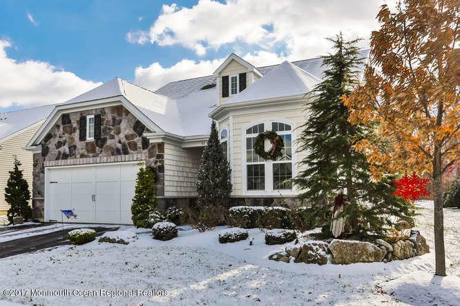 独户住宅 为 销售 在 84 Milan Boulevard 84 Milan Boulevard 法明代尔, 新泽西州 07727 美国