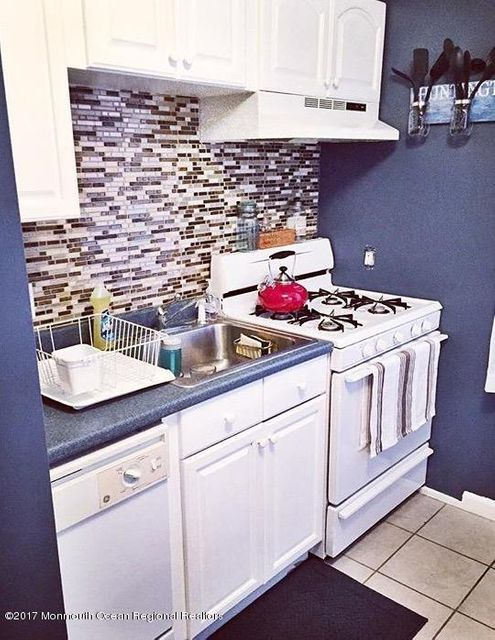 Single Family Home for Sale at 66 Barker Avenue 66 Barker Avenue Shrewsbury Township, New Jersey 07724 United States