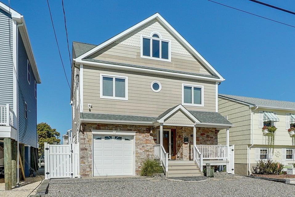 独户住宅 为 销售 在 434 Eisenhower Avenue 434 Eisenhower Avenue Ortley Beach, 新泽西州 08751 美国