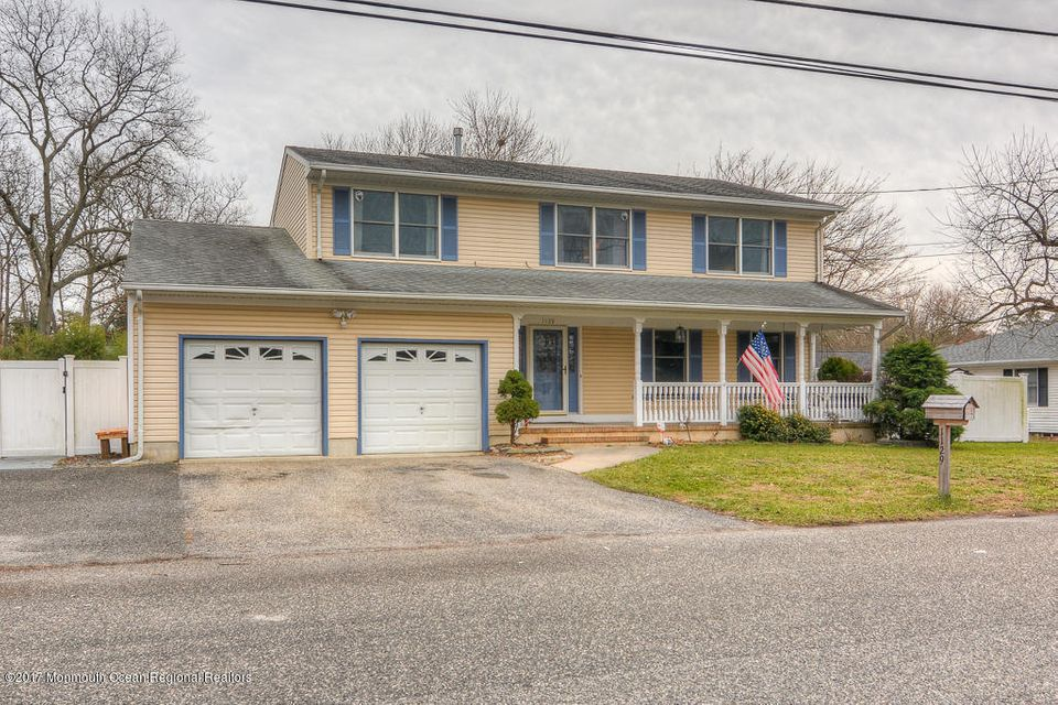 Single Family Home for Sale at 1129 Spray Avenue 1129 Spray Avenue Beachwood, New Jersey 08722 United States