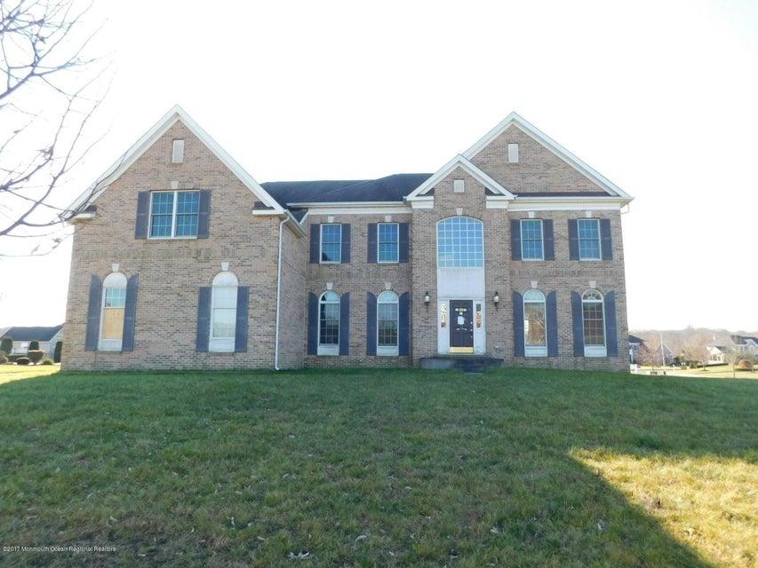 独户住宅 为 销售 在 8 Ethan Drive 8 Ethan Drive 法明代尔, 新泽西州 07727 美国