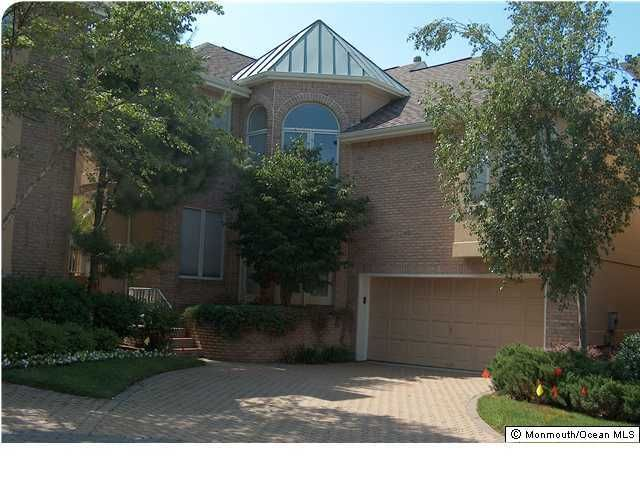 独户住宅 为 出租 在 6 Pine Valley Court 6 Pine Valley Court 霍木德尔镇, 新泽西州 07733 美国