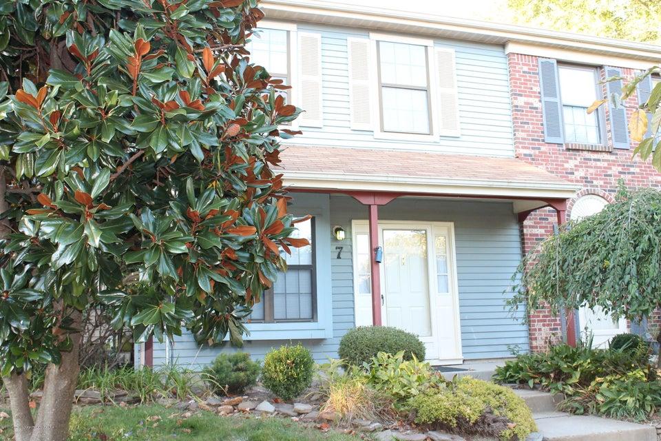Condominio por un Alquiler en 42 Lindsay Court 42 Lindsay Court Freehold, Nueva Jersey 07728 Estados Unidos