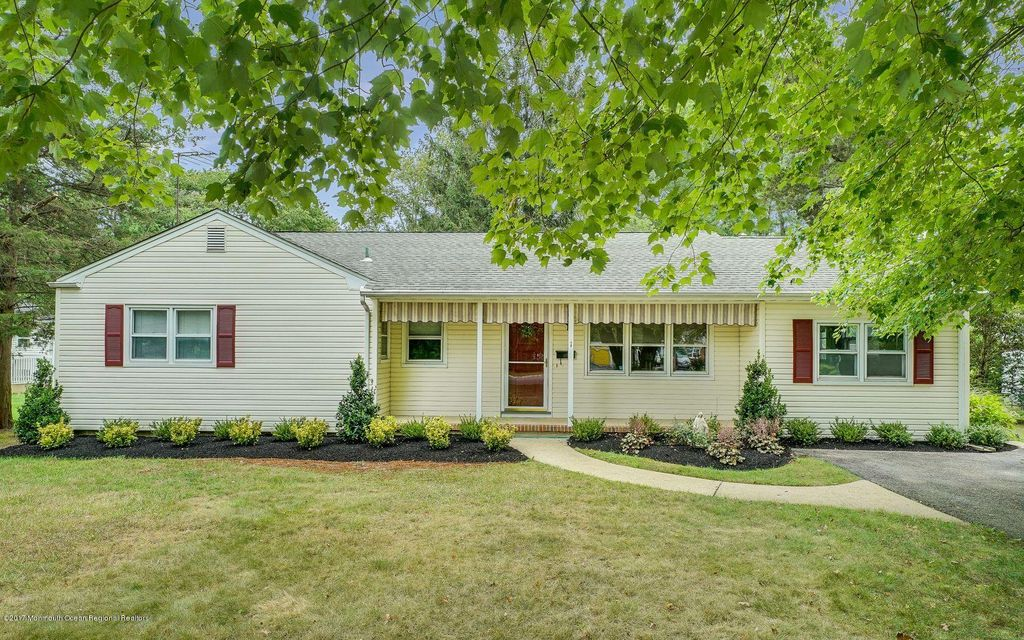Single Family Home for Sale at 1 Jeanette Court 1 Jeanette Court Spring Lake Heights, New Jersey 07762 United States