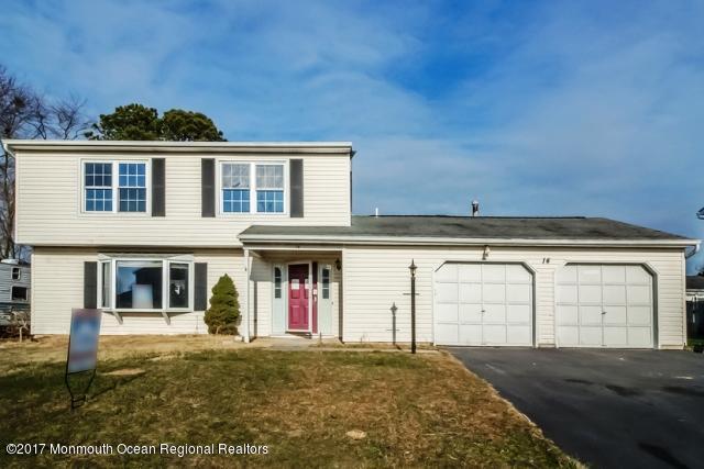 Maison unifamiliale pour l Vente à 14 Starlight Road 14 Starlight Road Howell, New Jersey 07731 États-Unis