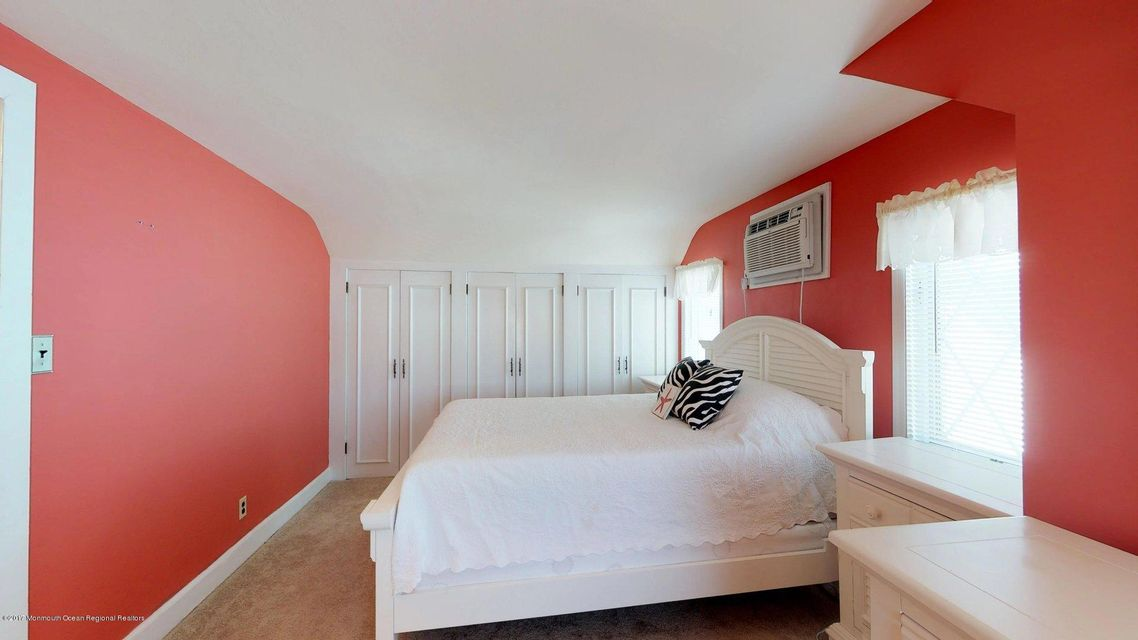 Bedroom front hosue