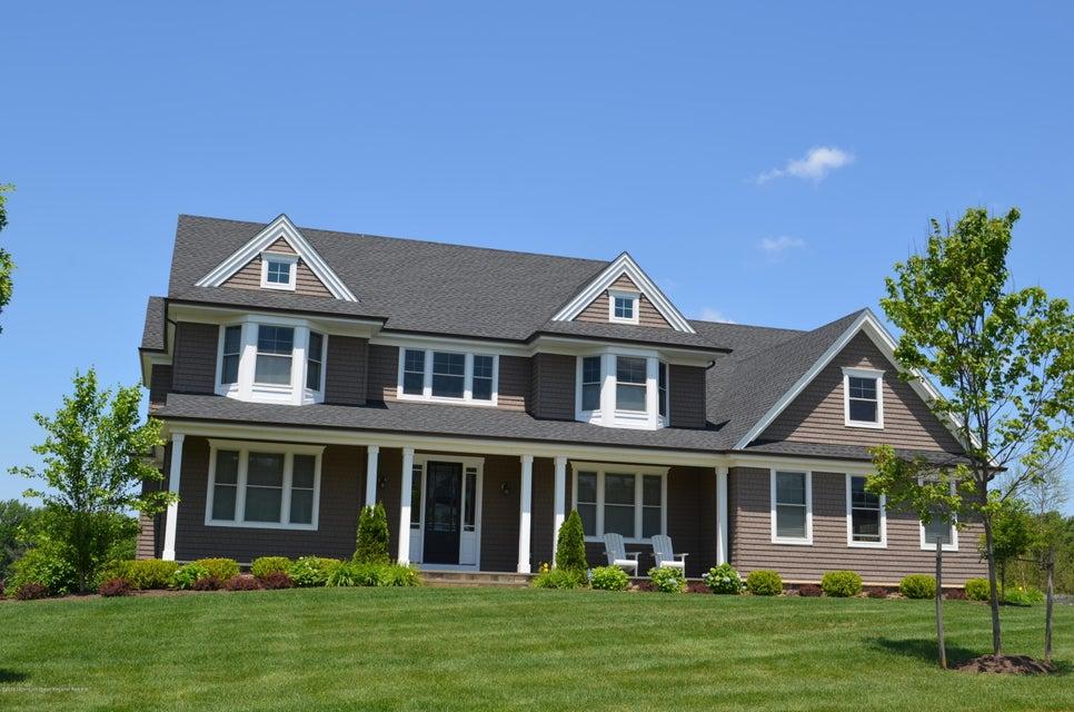 Nhà ở một gia đình vì Bán tại 26 Phipps Place 26 Phipps Place Tinton Falls, New Jersey 07724 Hoa Kỳ