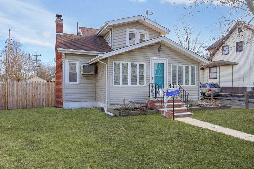 Casa para uma família para Venda às 342 Main Street 342 Main Street Keansburg, Nova Jersey 07734 Estados Unidos