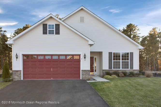 Maison unifamiliale pour l Vente à 57 Woodview Drive 57 Woodview Drive Whiting, New Jersey 08759 États-Unis
