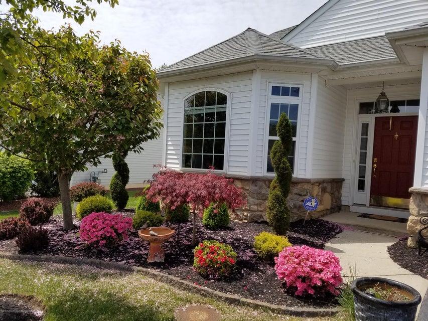 Casa para uma família para Venda às 17 Merlot Court 17 Merlot Court Monroe, Nova Jersey 08831 Estados Unidos