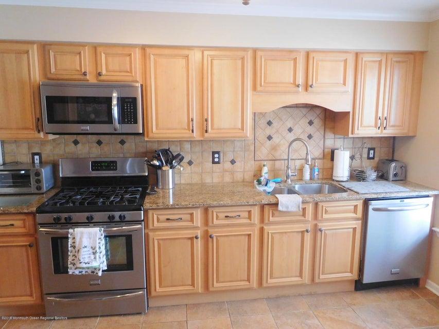 Condominio por un Alquiler en 8 Stuart Drive 8 Stuart Drive Freehold, Nueva Jersey 07728 Estados Unidos