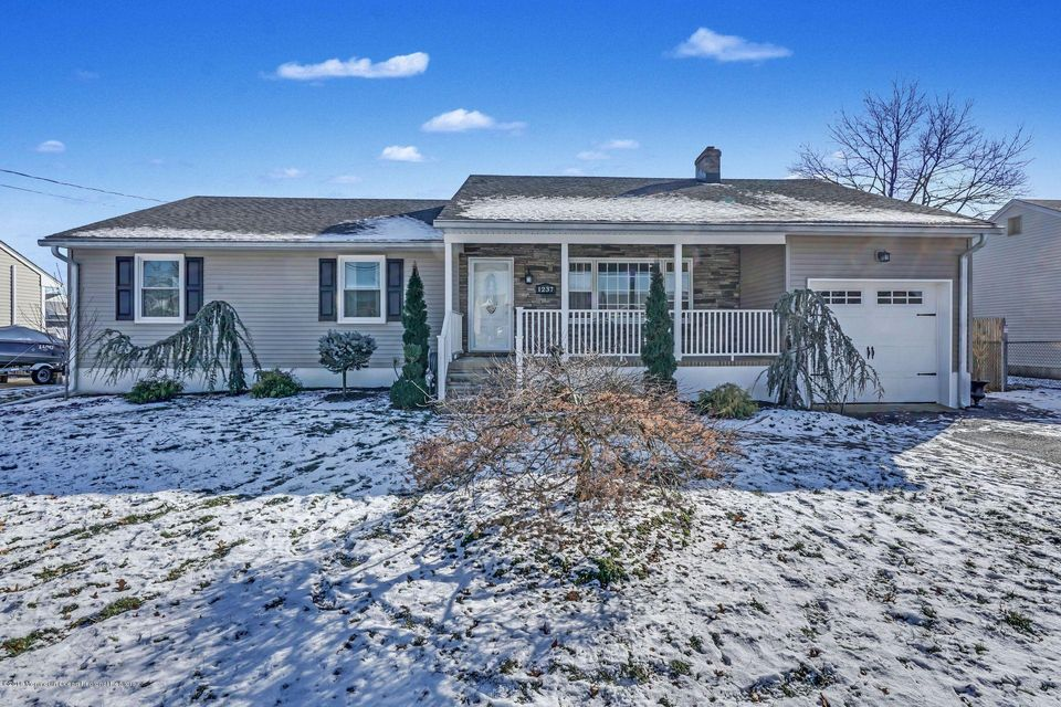 Single Family Home for Sale at 1237 Mermaid Avenue 1237 Mermaid Avenue Beachwood, New Jersey 08722 United States