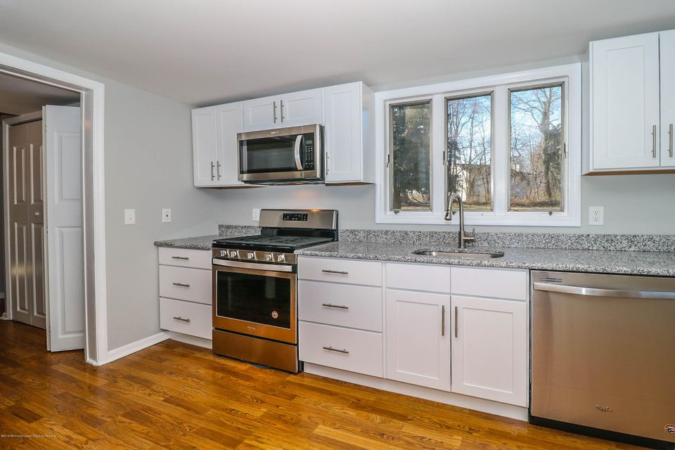 Casa para uma família para Venda às 53 Locust Street 53 Locust Street Cliffwood, Nova Jersey 07721 Estados Unidos