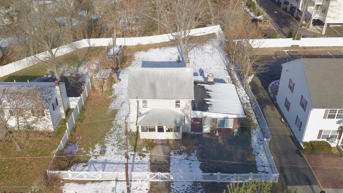 獨棟家庭住宅 為 出售 在 4 Cherry Street 4 Cherry Street Jamesburg, 新澤西州 08831 美國