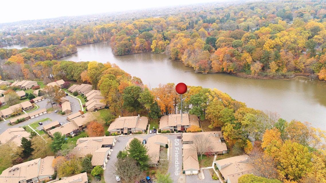 Casa para uma família para Venda às 50 Friendship Court 50 Friendship Court Middletown, Nova Jersey 07748 Estados Unidos
