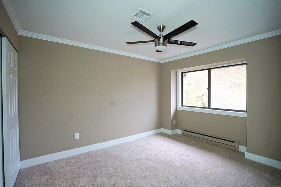 Additional photo for property listing at 50 Friendship Court 50 Friendship Court Middletown, Nova Jersey 07748 Estados Unidos
