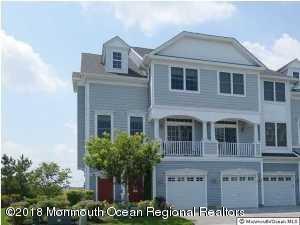 Maison unifamiliale pour l Vente à 57 Skimmer Lane 57 Skimmer Lane Port Monmouth, New Jersey 07758 États-Unis