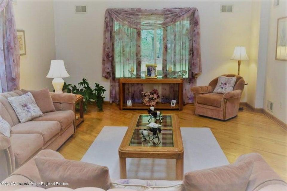 Tek Ailelik Ev için Satış at 274 Easy Street 274 Easy Street Howell, New Jersey 07731 Amerika Birleşik Devletleri