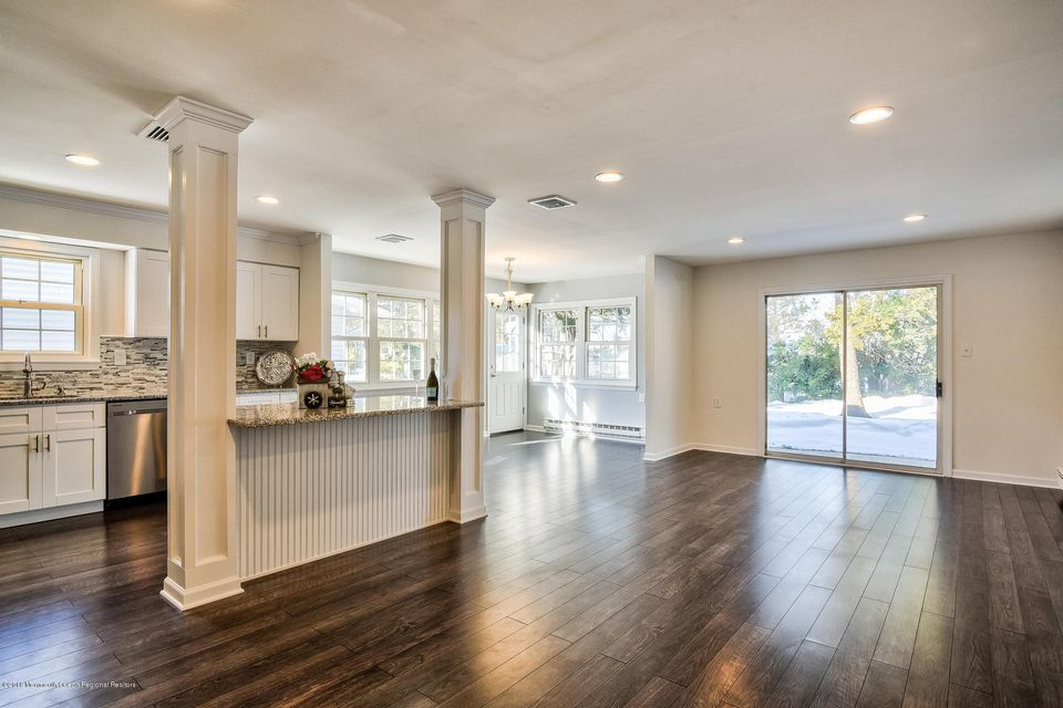 Additional photo for property listing at 81 Central Boulevard 81 Central Boulevard Brick, New Jersey 08724 États-Unis