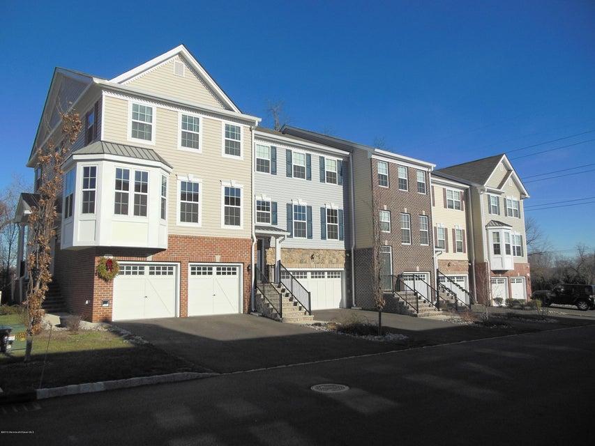 共管式独立产权公寓 为 出租 在 334 Princeton Court 334 Princeton Court 什鲁斯伯里, 新泽西州 07702 美国