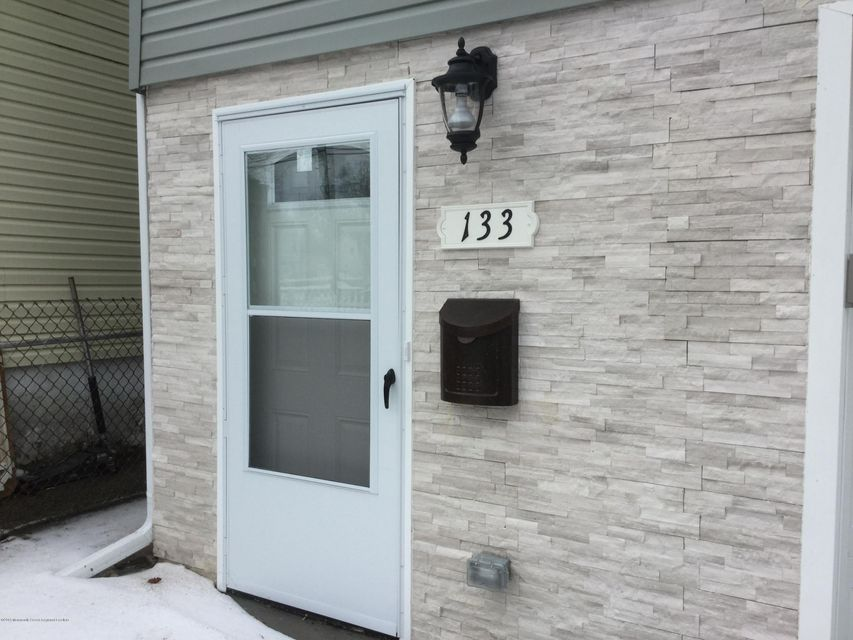 獨棟家庭住宅 為 出售 在 133 Forest Avenue 133 Forest Avenue Keansburg, 新澤西州 07734 美國