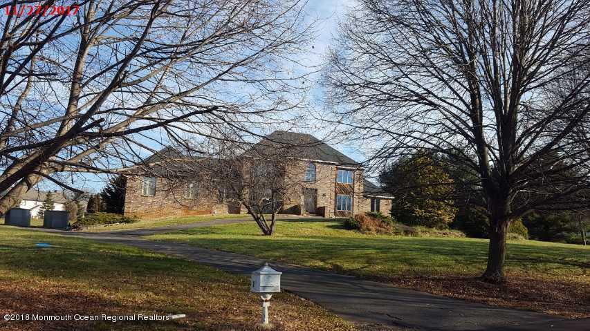 Casa para uma família para Venda às 2 Twin Lakes Drive 2 Twin Lakes Drive Manalapan, Nova Jersey 07726 Estados Unidos