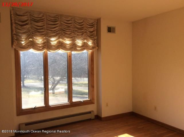 Additional photo for property listing at 2 Twin Lakes Drive 2 Twin Lakes Drive Manalapan, New Jersey 07726 Vereinigte Staaten