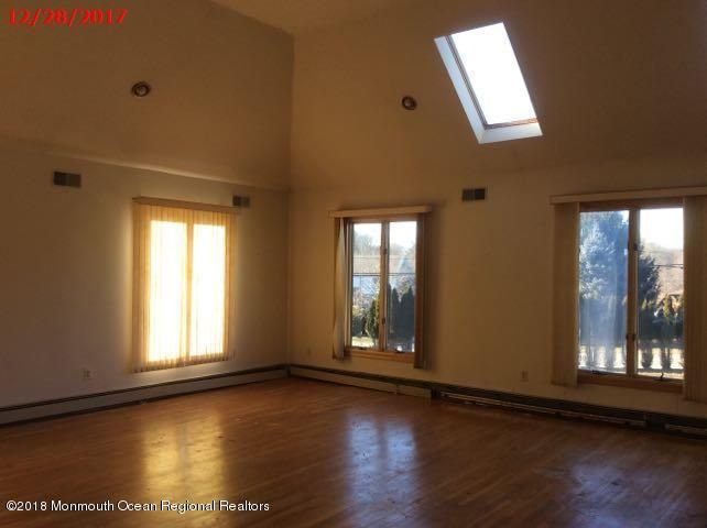 Additional photo for property listing at 2 Twin Lakes Drive 2 Twin Lakes Drive Manalapan, New Jersey 07726 Stati Uniti
