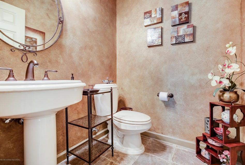 019_1st Floor Bathroom