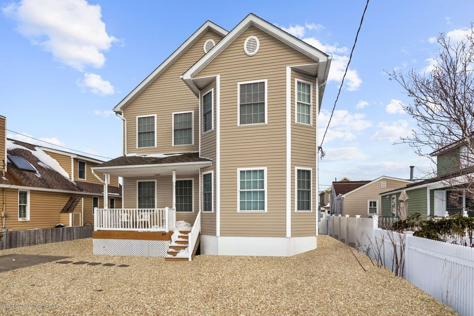 Maison unifamiliale pour l Vente à 108 Surf Drive 108 Surf Drive South Seaside Park, New Jersey 08752 États-Unis