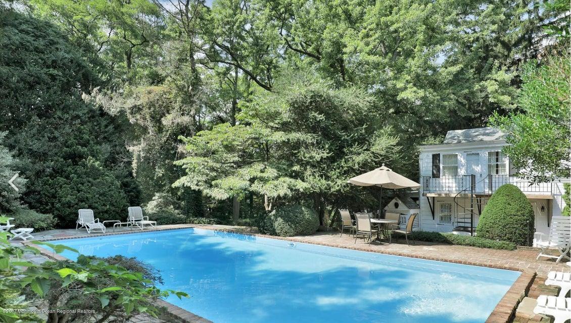 Maison unifamiliale pour l Vente à 348 Hillside Avenue 348 Hillside Avenue Middletown, New Jersey 07748 États-Unis