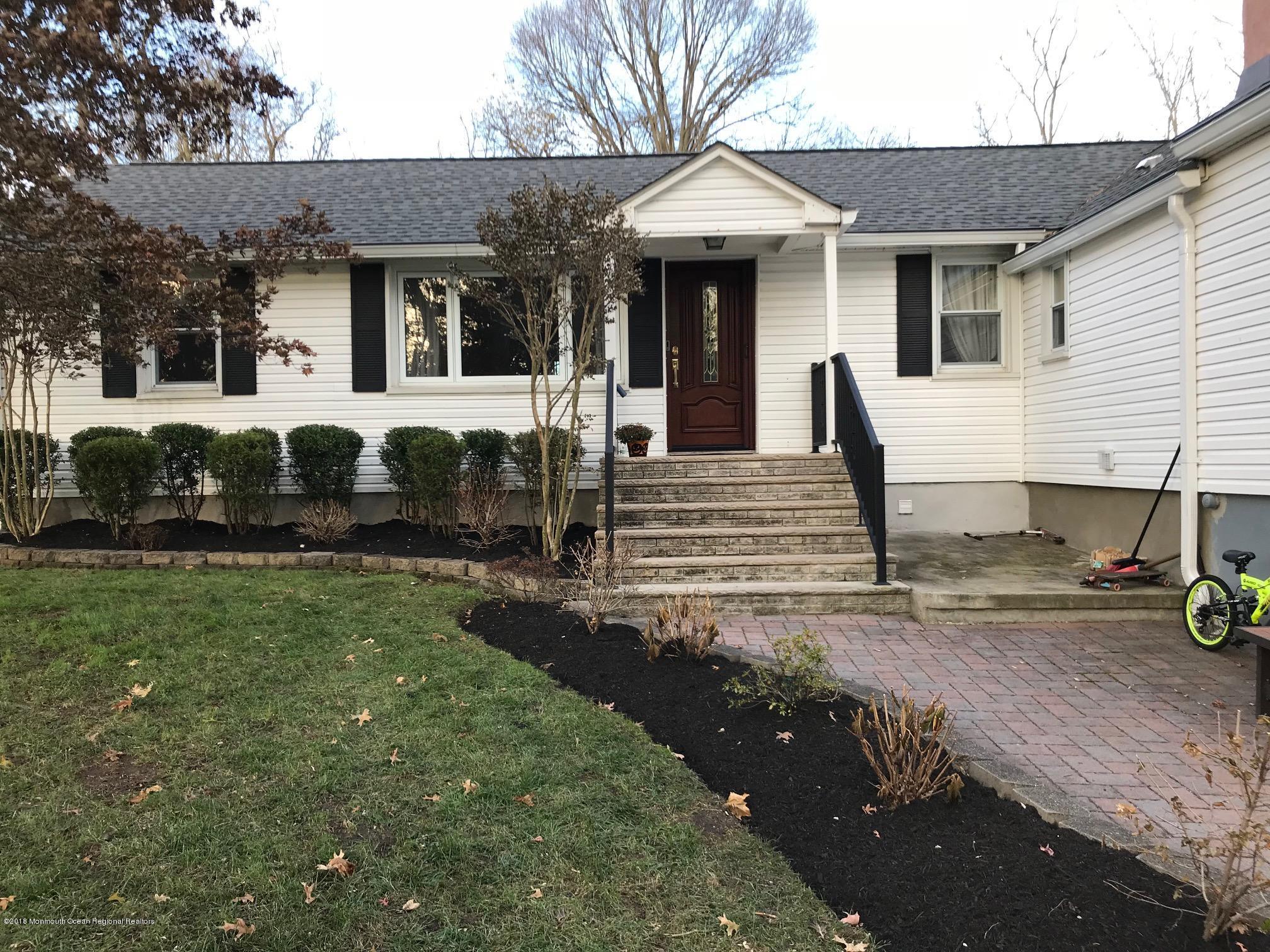 Villa per Vendita alle ore 37 Marlboro Street 37 Marlboro Street Marlboro, New Jersey 07746 Stati Uniti