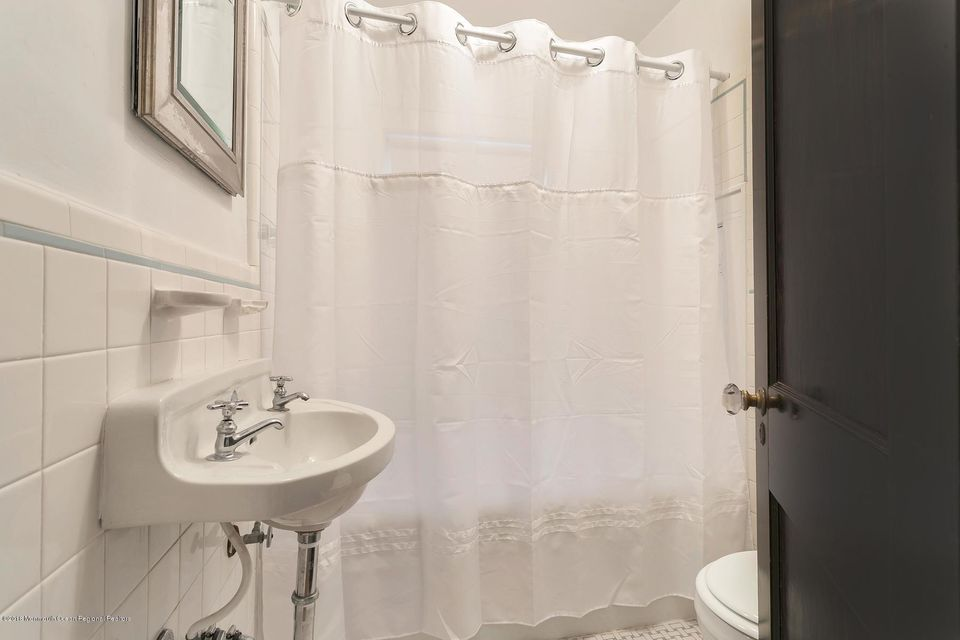 Additional photo for property listing at 16 Buena Place 16 Buena Place Red Bank, 新澤西州 07701 美國
