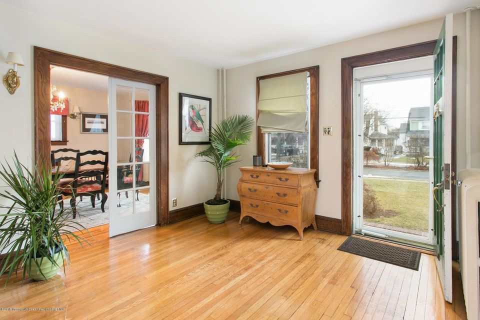 Additional photo for property listing at 16 Buena Place 16 Buena Place Red Bank, New Jersey 07701 États-Unis