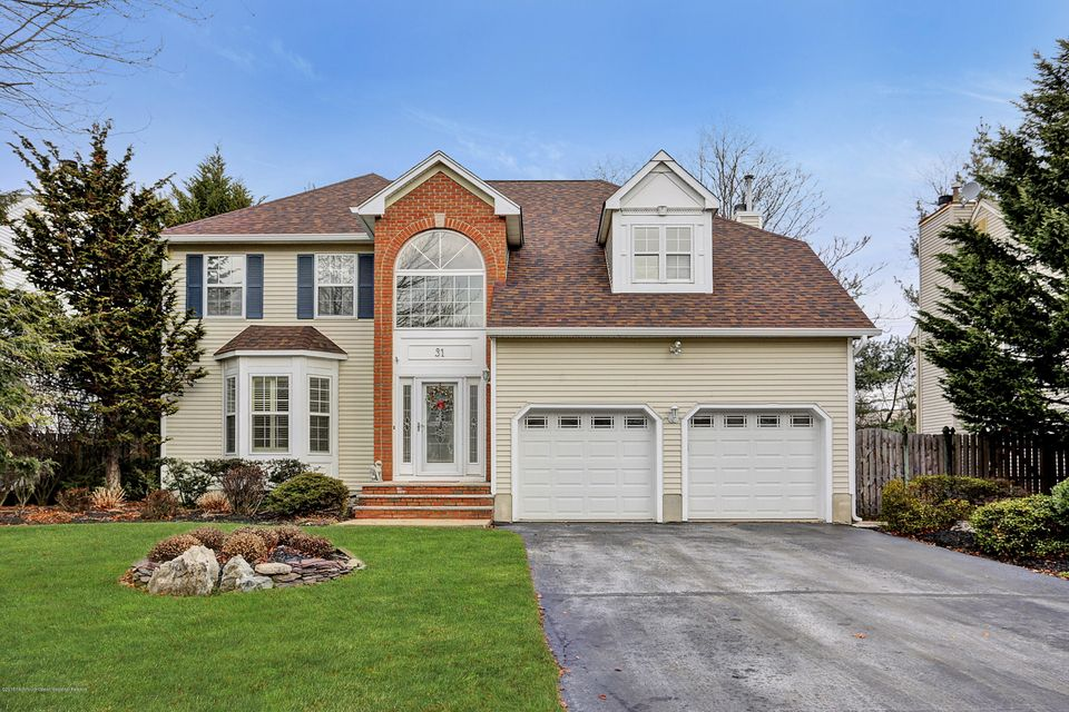 独户住宅 为 销售 在 31 Heritage Drive 31 Heritage Drive 什鲁斯伯里, 新泽西州 07702 美国