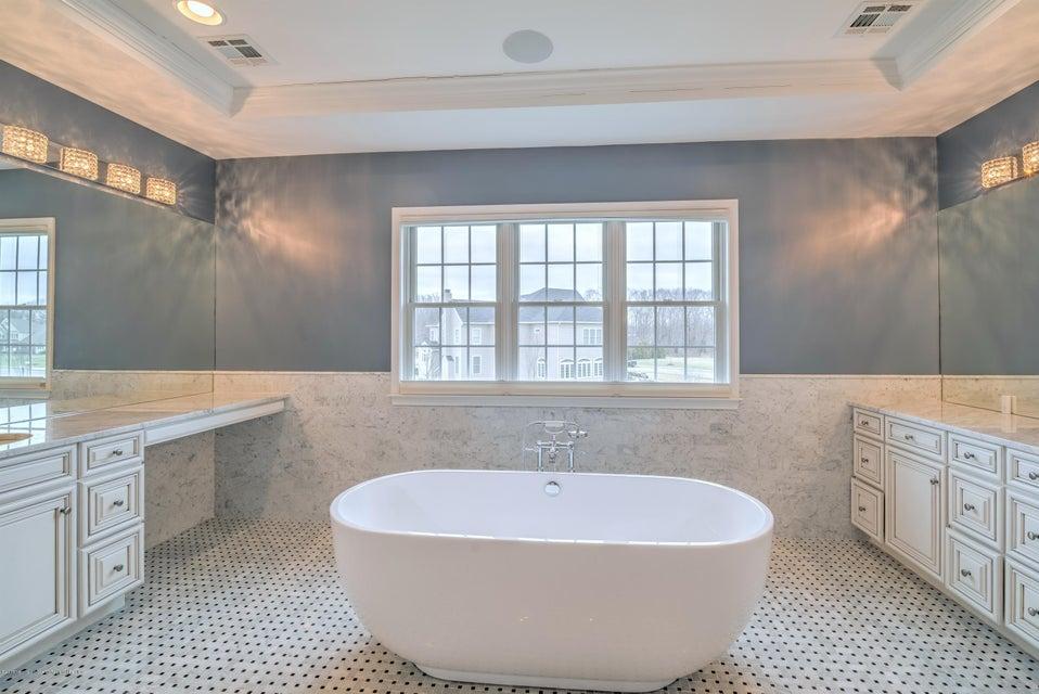 035_MASTER BATHROOM