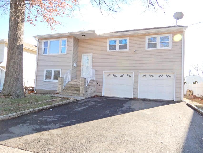 独户住宅 为 销售 在 8 Maple Street 8 Maple Street 科洛尼亚, 新泽西州 07067 美国