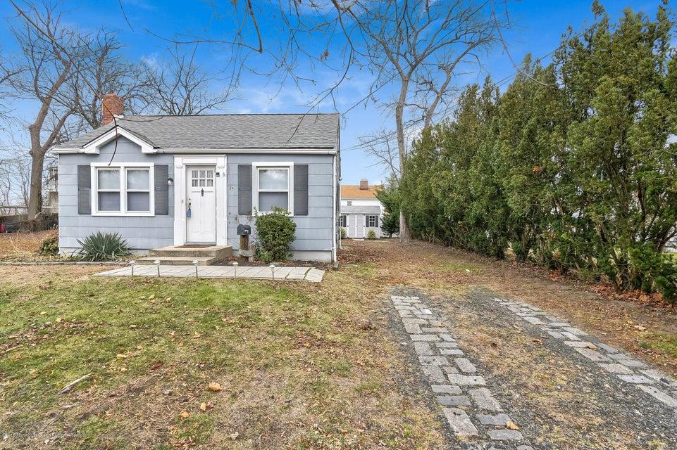 独户住宅 为 销售 在 15 Florence Avenue 15 Florence Avenue 莱昂纳多, 新泽西州 07737 美国