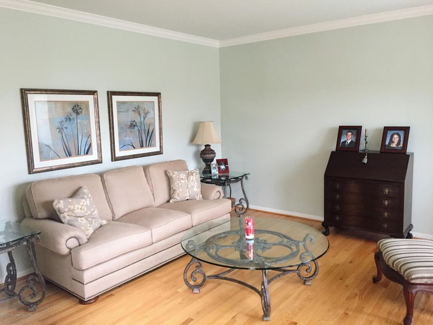 Additional photo for property listing at 21 Nicole Court 21 Nicole Court Freehold, Nueva Jersey 07728 Estados Unidos