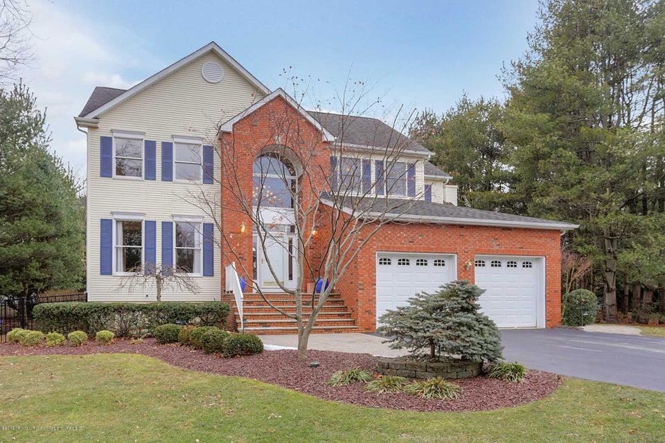 Nhà ở một gia đình vì Bán tại 61 Majestic Avenue 61 Majestic Avenue Lincroft, New Jersey 07738 Hoa Kỳ