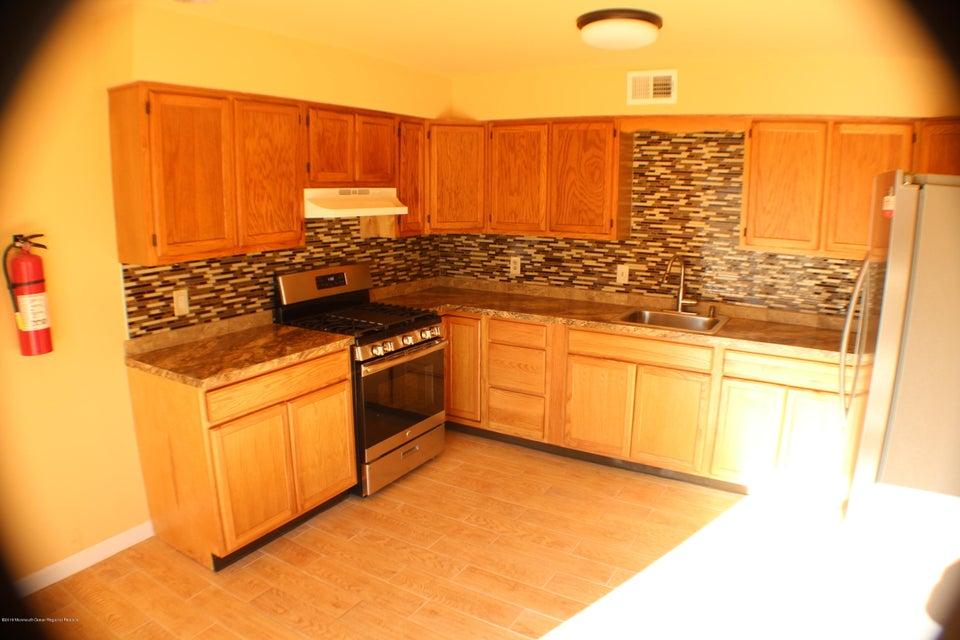 Einfamilienhaus für Verkauf beim 205 County Road 205 County Road Cliffwood, New Jersey 07721 Vereinigte Staaten