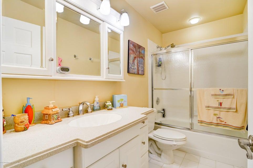 031_Main Bath