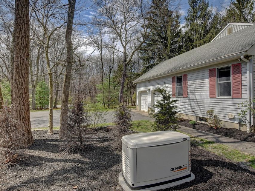 Additional photo for property listing at 115 Georgia Road 115 Georgia Road Freehold, Nueva Jersey 07728 Estados Unidos