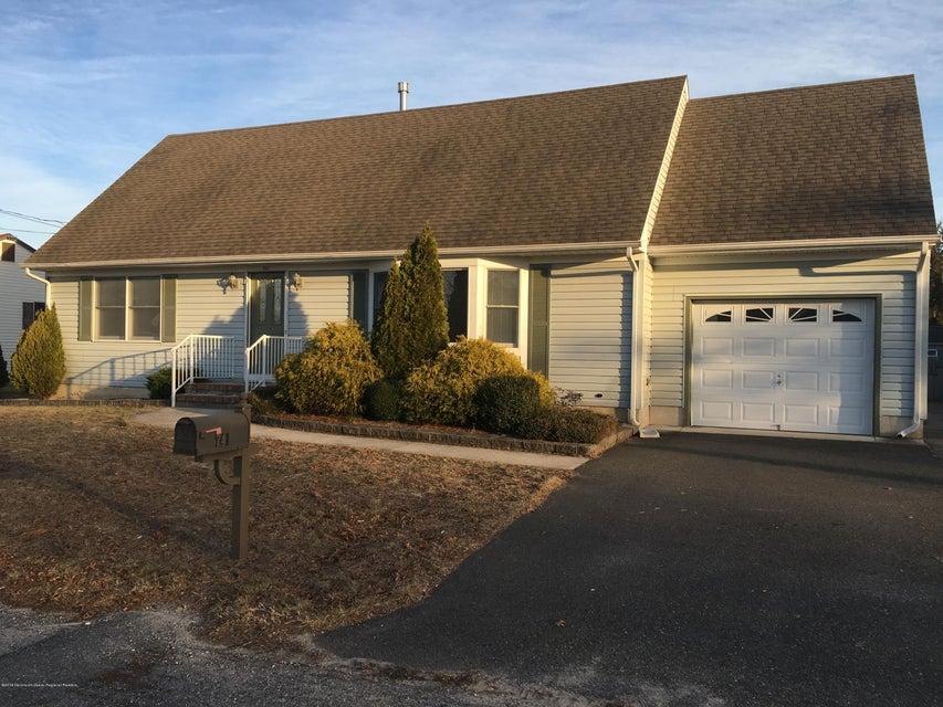 Single Family Home for Sale at 741 Seaman Avenue 741 Seaman Avenue Beachwood, New Jersey 08722 United States