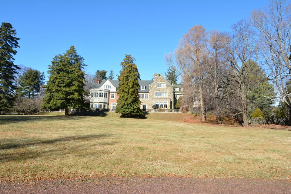 Majestic property overlooks 5 acres