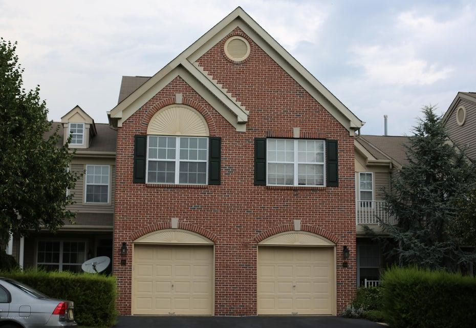 共管式独立产权公寓 为 出租 在 103 Nutmeg Lane 103 Nutmeg Lane 霍木德尔镇, 新泽西州 07733 美国