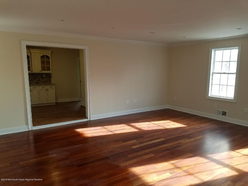 Additional photo for property listing at 11 Sutphin Avenue 11 Sutphin Avenue Matawan, New Jersey 07747 États-Unis