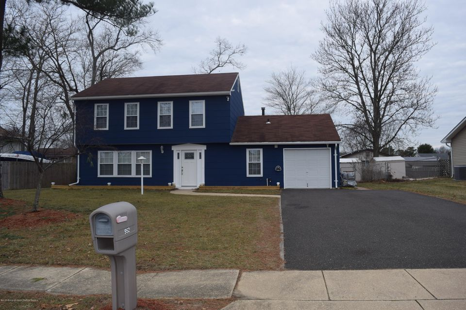 Single Family Home for Rent at 952 Brightwood Drive 952 Brightwood Drive Toms River, New Jersey 08753 United States