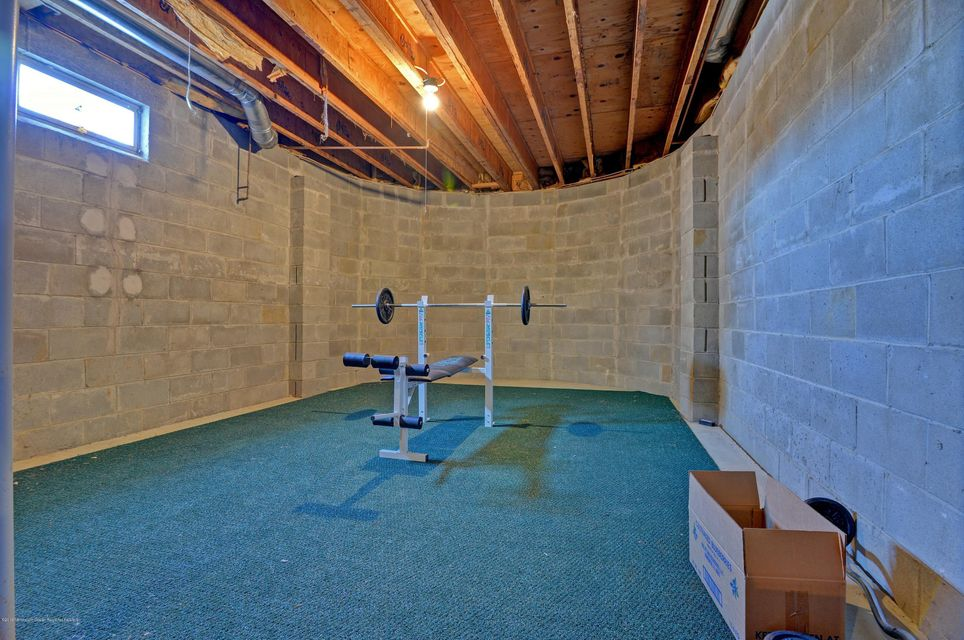 Over 2000 sq ft unfinished basement